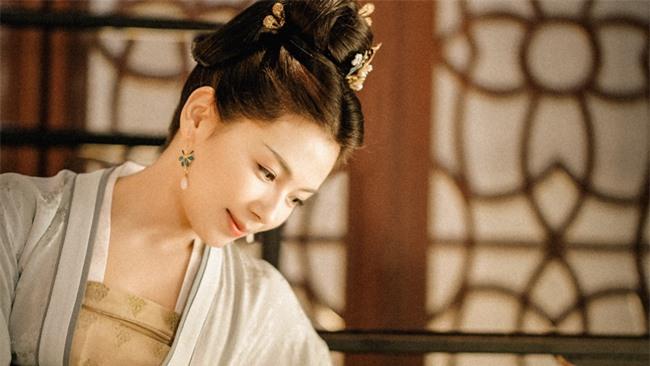 """Dung túng Phi tần loạn ngôn nói xấu """"chính thất"""", Hoàng đế bị Hoàng hậu tát đến xây xẩm mặt mày - Ảnh 2."""