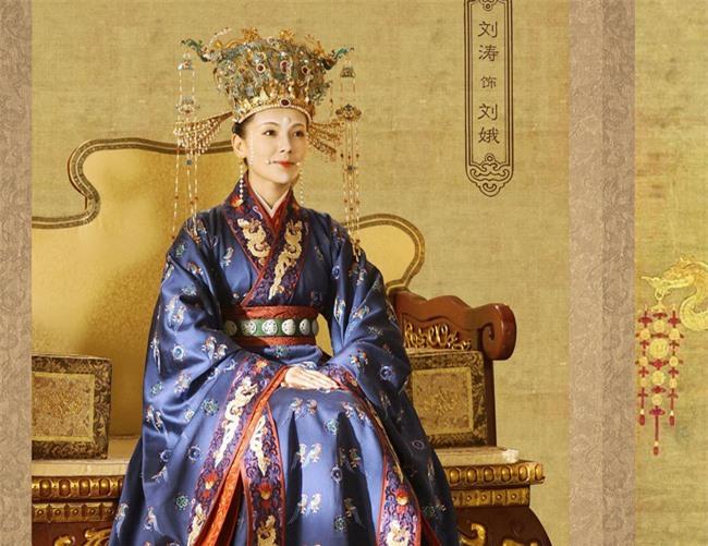 """Dung túng Phi tần loạn ngôn nói xấu """"chính thất"""", Hoàng đế bị Hoàng hậu tát đến xây xẩm mặt mày - Ảnh 3."""