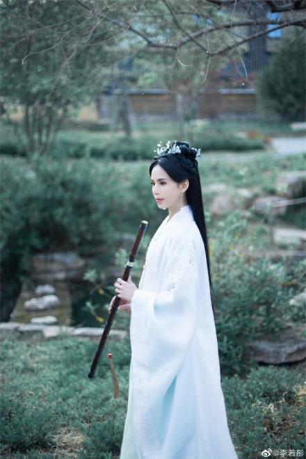 Lý Nhược Đồng 54 tuổi vẫn làm tiên nữ áo trắng, vừa xuất hiện đã gây chú ý bởi loạt ảnh photoshop quá đà  - Ảnh 4.