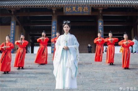 Lý Nhược Đồng 54 tuổi vẫn làm tiên nữ áo trắng, vừa xuất hiện đã gây chú ý bởi loạt ảnh photoshop quá đà  - Ảnh 5.