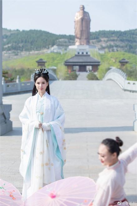 Lý Nhược Đồng 54 tuổi vẫn làm tiên nữ áo trắng, vừa xuất hiện đã gây chú ý bởi loạt ảnh photoshop quá đà  - Ảnh 8.
