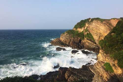 Ngắm vẻ bình yên của hòn đảo đẹp nhất miền Bắc Việt Nam