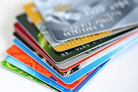 việc chuyển đổi sang thẻ ATM gắn chip mới đang được thực hiện miễn phí cho khách hàng