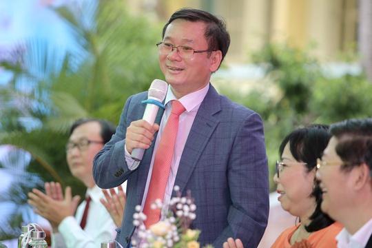 PGS.TS Trương Nguyễn Luân Vũ trả lời câu hỏi của thí sinh.