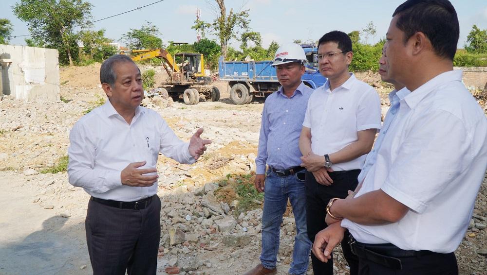 Chủ tịch UBND tỉnh Thừa Thiên Huế Phan Ngọc Thọ kiểm tra công tác giải phóng mặt bằng.