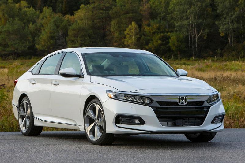 5. Honda Accord (doanh số: 18 chiếc).
