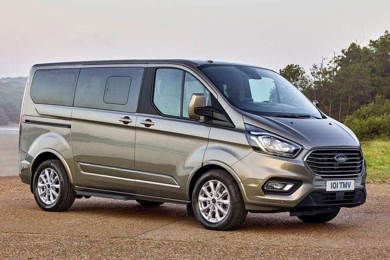 6. Ford Tourneo (doanh số: 30 chiếc).