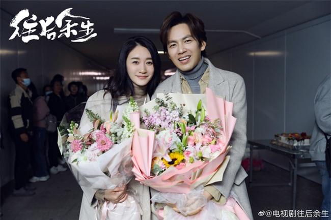 """Lộ tạo hình bác sĩ siêu đẹp trai của Chung Hán Lương trong phim mới, """"ông chú U50"""" còn trẻ hơn đàn em 30 tuổi  - Ảnh 8."""