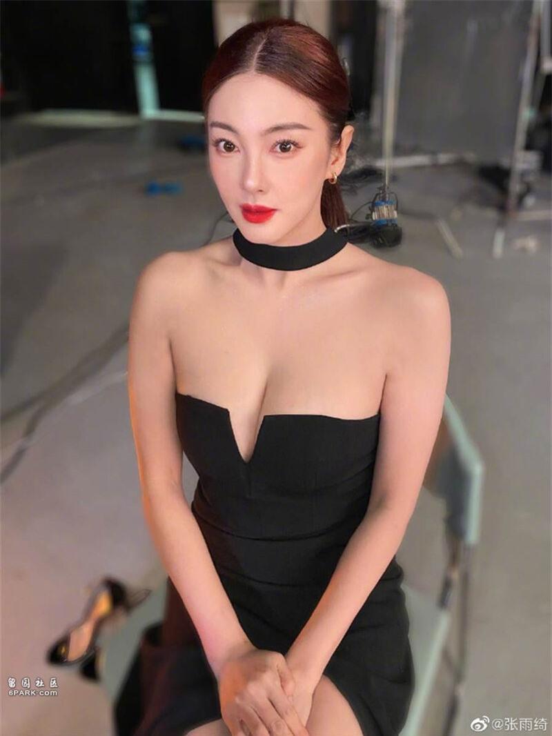 Mỹ nữ nóng bỏng nhất phim Châu Tinh Trì: Yêu nhanh cưới vội, cứ lấy chồng là gây rúng động  - Ảnh 1.