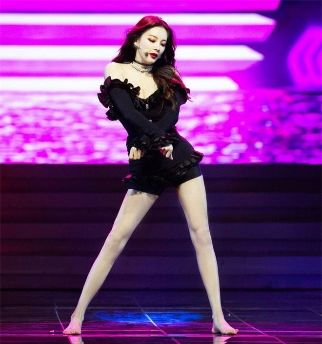Mỹ nữ nóng bỏng nhất phim Châu Tinh Trì: Yêu nhanh cưới vội, cứ lấy chồng là gây rúng động  - Ảnh 3.