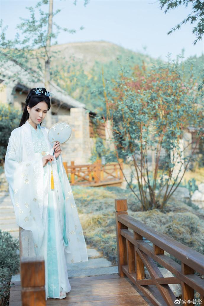 Ở tuổi U60, Lý Nhược Đồng vẫn đẹp ngây ngất khi tái hiện lại hình ảnh Tiểu Long Nữ - Ảnh 2.