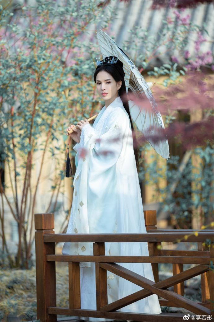Ở tuổi U60, Lý Nhược Đồng vẫn đẹp ngây ngất khi tái hiện lại hình ảnh Tiểu Long Nữ - Ảnh 5.