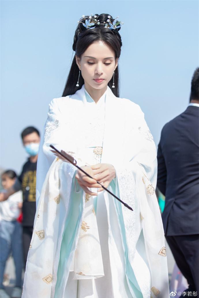 Ở tuổi U60, Lý Nhược Đồng vẫn đẹp ngây ngất khi tái hiện lại hình ảnh Tiểu Long Nữ - Ảnh 6.