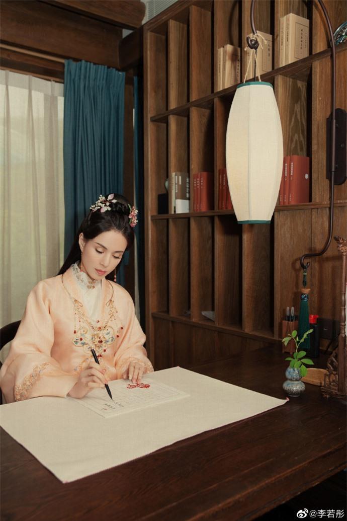 Ở tuổi U60, Lý Nhược Đồng vẫn đẹp ngây ngất khi tái hiện lại hình ảnh Tiểu Long Nữ - Ảnh 8.