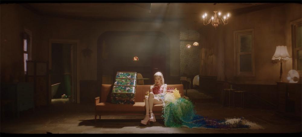 Rosé (Blackpink), Châu Bùi, Thanh Hằng diện váy 600 triệu của Công Trí: Ai mặc đẹp nhất? ảnh 2