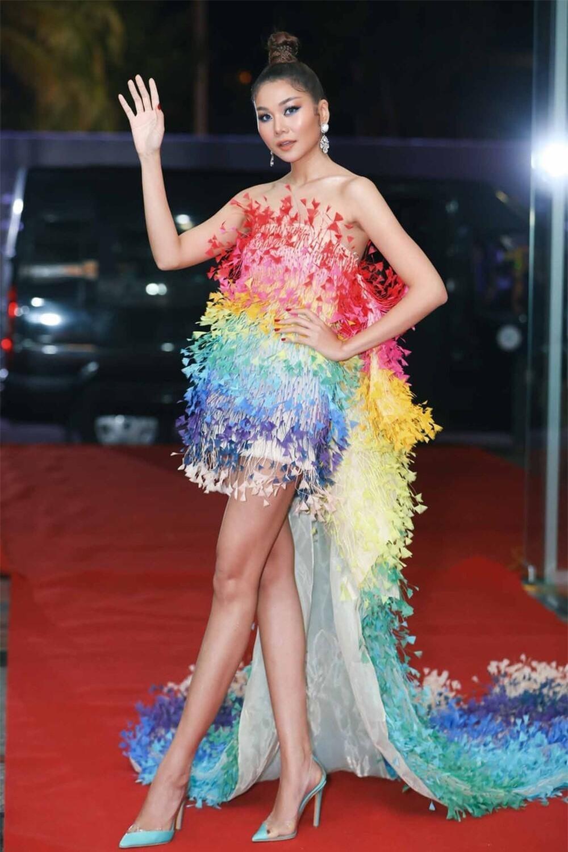 Rosé (Blackpink), Châu Bùi, Thanh Hằng diện váy 600 triệu của Công Trí: Ai mặc đẹp nhất? ảnh 4