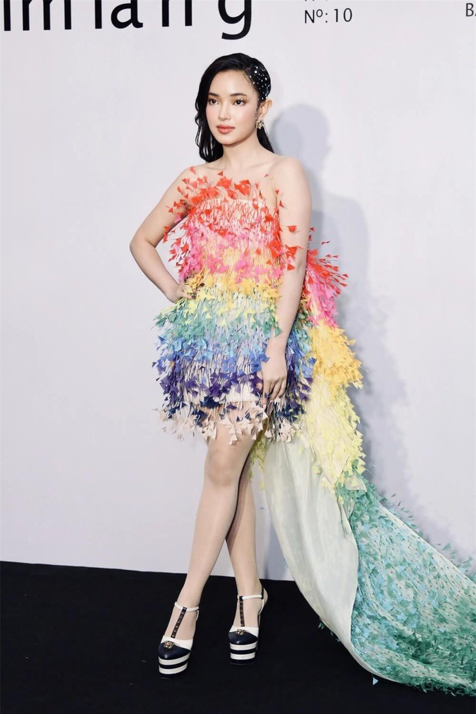 Rosé (Blackpink), Châu Bùi, Thanh Hằng diện váy 600 triệu của Công Trí: Ai mặc đẹp nhất? ảnh 5