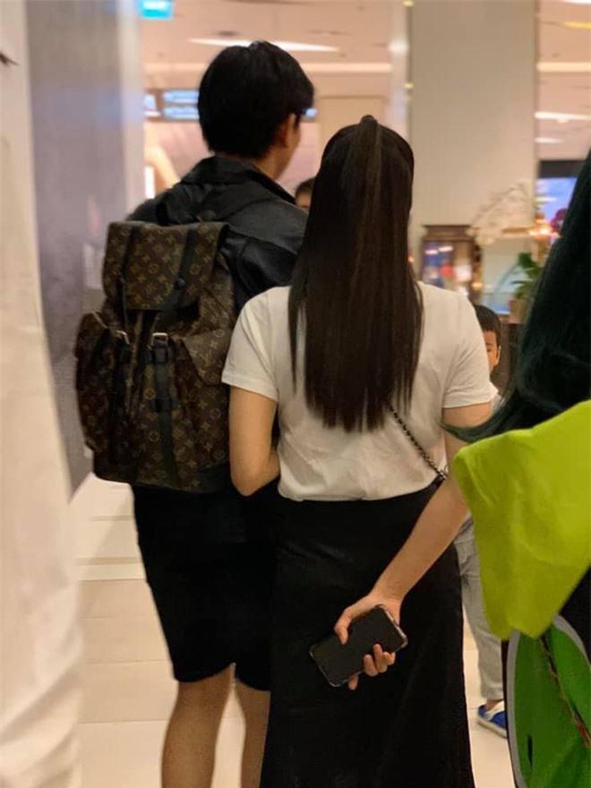 Cặp đôi khó hiểu nhất showbiz Việt: Xóa hình xăm khi ly hôn nhưng vẫn tình tứ, ở chung nhà - Ảnh 5.