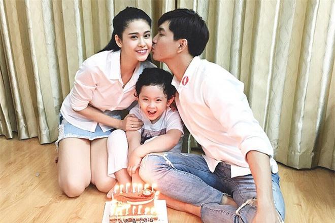 Cặp đôi khó hiểu nhất showbiz Việt: Xóa hình xăm khi ly hôn nhưng vẫn tình tứ, ở chung nhà - Ảnh 6.