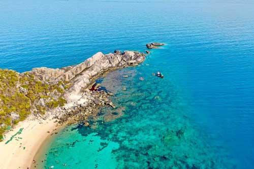 """Vẻ đẹp hoàn mỹ của """"tiểu Maldives"""" ở miền Trung"""