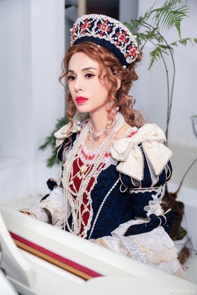 Lý Nhược Đồng diện đồ Lolita, sắc vóc cực phẩm tuổi 55 gây 'bão' ảnh 1