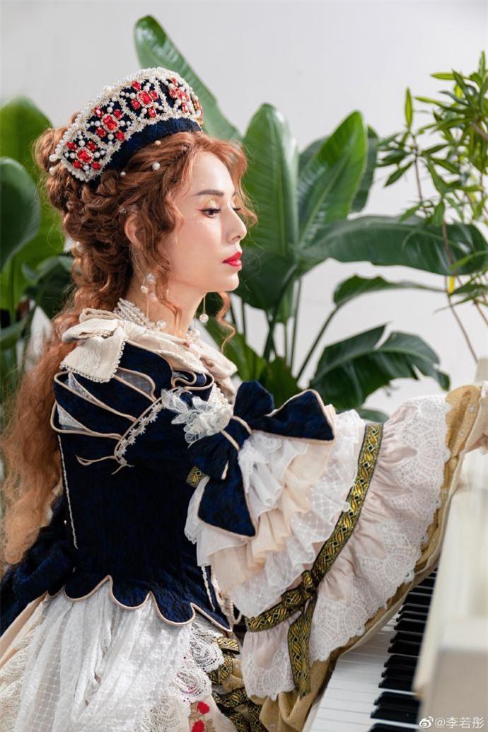 Lý Nhược Đồng diện đồ Lolita, sắc vóc cực phẩm tuổi 55 gây 'bão' ảnh 3