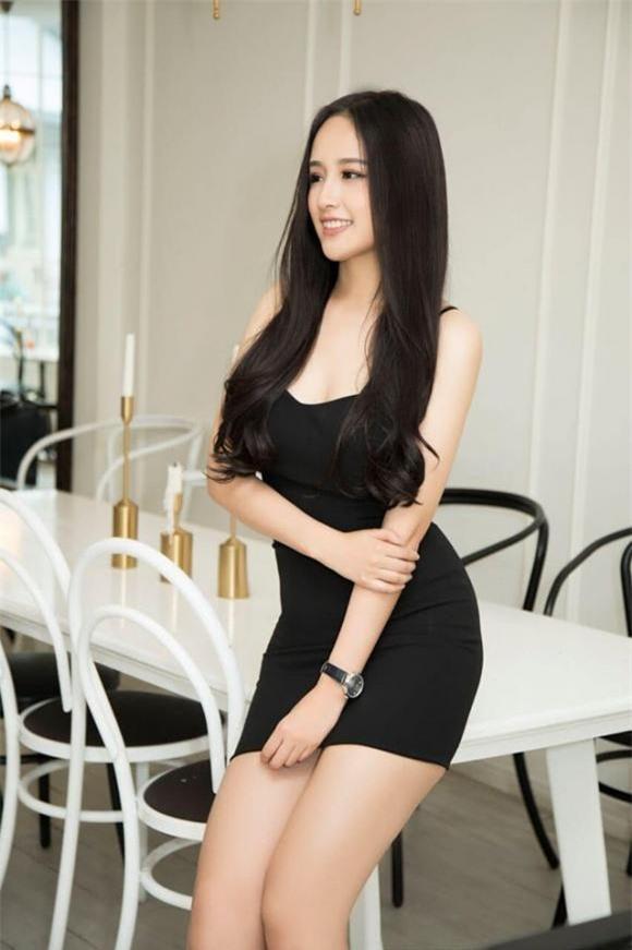 Mai Phương Thúy mặc sơ mi trắng xinh đẹp như nữ sinh khi làm khách mời tại 'Ký ức vui vẻ' ảnh 4