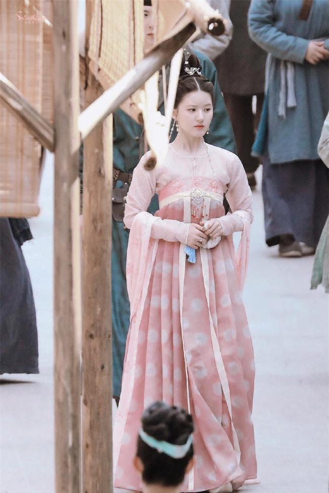 Trường Ca Hành: Trọn bộ cảnh yêu ngọt lịm của Triệu Lộ Tư - Lưu Vũ Ninh, đáng nói là nhà gái xóa dớp mập lùn, mặt nọng - Ảnh 3.