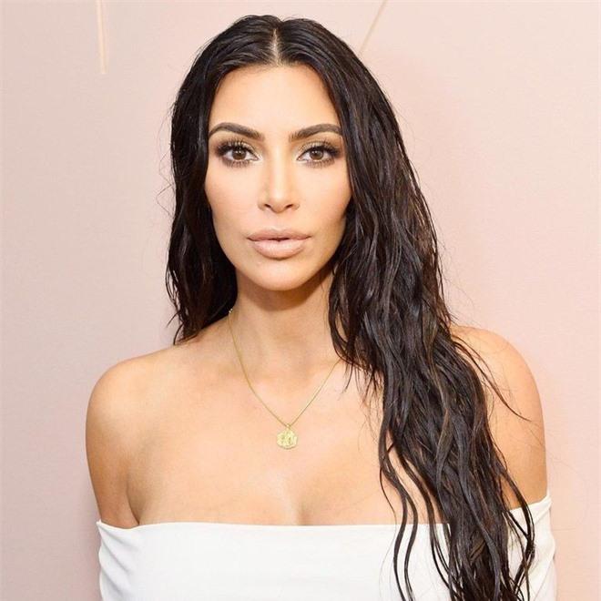 Bóc trần mặt mộc của dàn mỹ nhân Hollywood: Chị em Kendall - Kylie gây sốc, Selena và Hailey so kè khốc liệt visual thật - Ảnh 13.