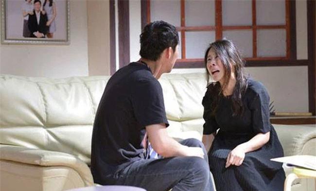 Cưới 3 năm không mang bầu, vợ tình nguyện một lòng chăm con riêng của chồng nhưng vô tình nghe cuộc nói chuyện của anh mà cô ngã khụy - Ảnh 2.