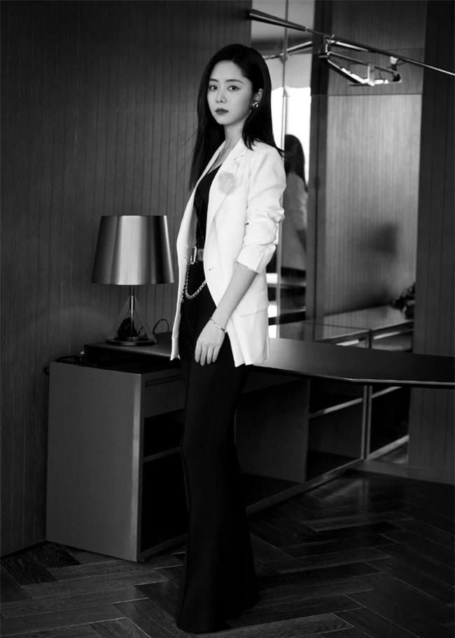 Đàm Tùng Vận mặc quần ống loe ra mắt phim mới, mặt thì rất đẹp nhưng netizen vẫn bóc phốt kéo chân quá đà  - Ảnh 6.