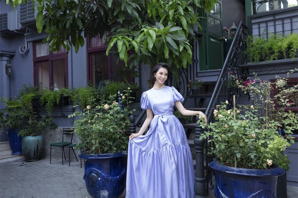 MC Thanh Mai hóa quý cô cổ điển khi uống trà chiều, mong sớm được hội ngộ con gái ở Mỹ - Ảnh 6.