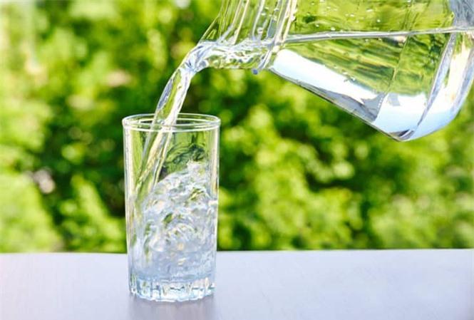 Không nên uống nước quá nhiều