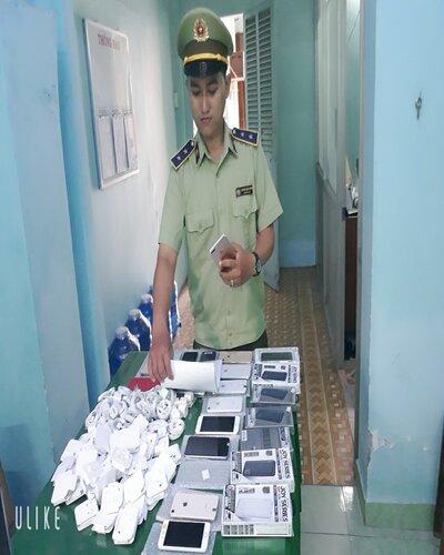 Tiền Giang: Có dấu hiệu hàng nhập lậu tại 2 cửa hàng kinh doanh điện thoại di động và phụ kiện