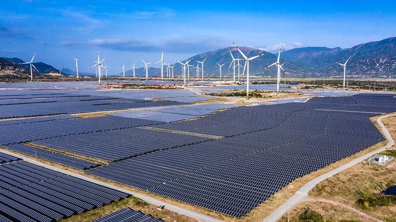 Đây là nhà máy điện gió lớn nhất Việt Nam kết hợp với nhà máy điện mặt trời công suất 204 MW; từ đó, hình thành nên tổ hợp năng lượng tái tạo điện mặt trời, điện gió lớn nhất và duy nhất tại Việt Nam cũng như khu vực Đông Nam Á.