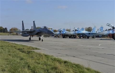 Chuyen gia My de xuat cung cap 100 chiec F-15 cho Ukraine
