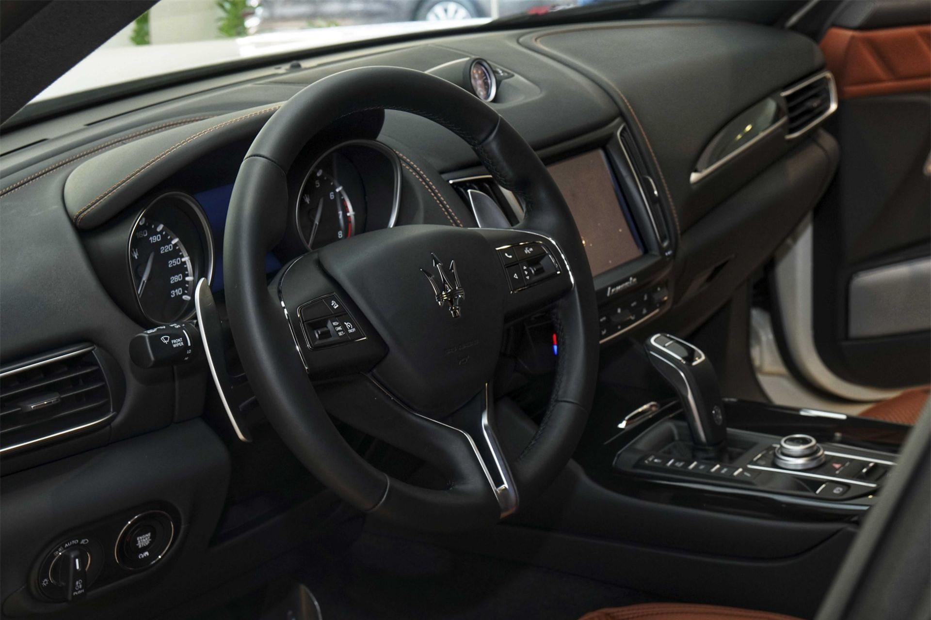 Vô lăng xe Maserati Levante
