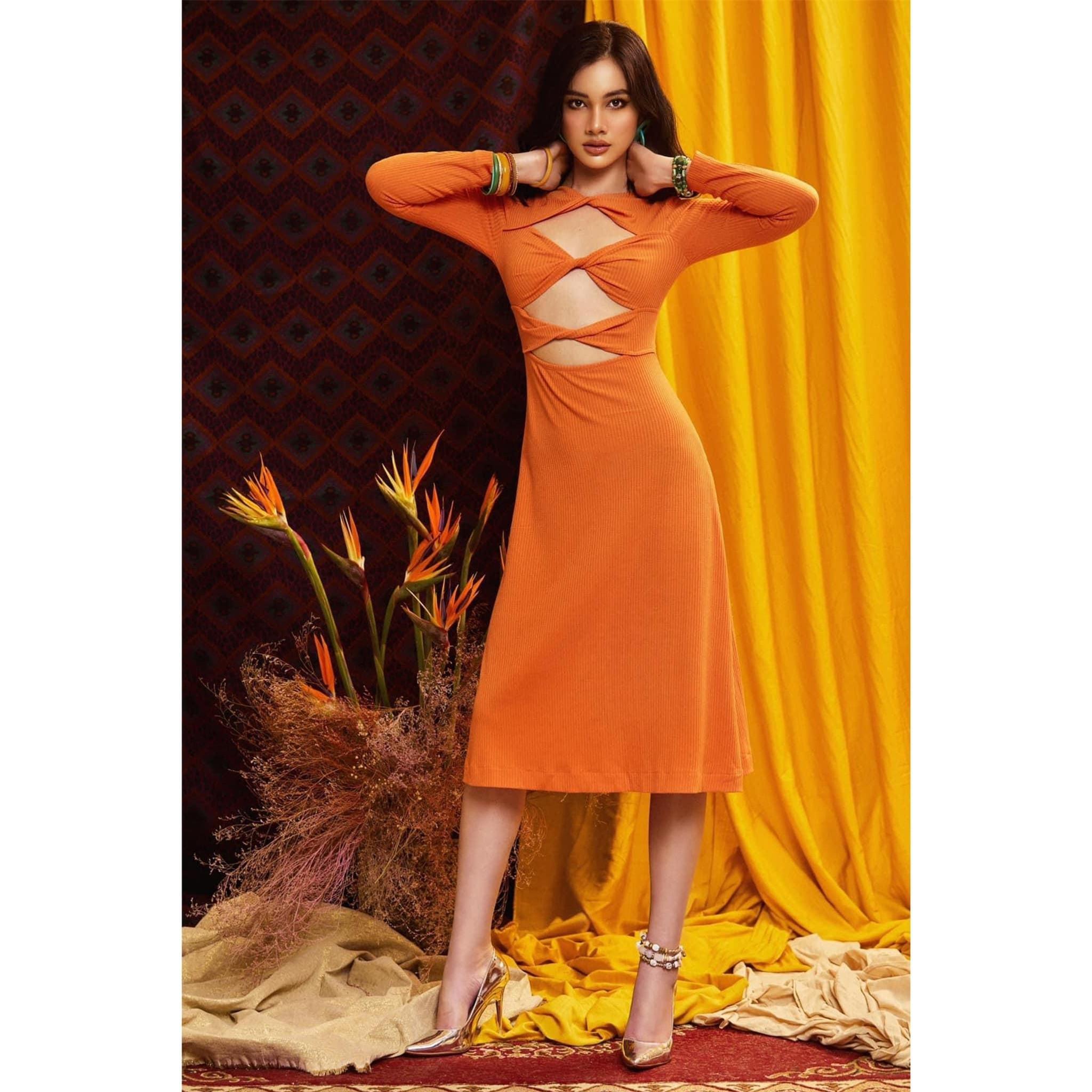 Người đẹp Cẩm Đan diện váy cắt xẻ lạ mắt khoe trọn đường cong nóng bỏng ảnh 2