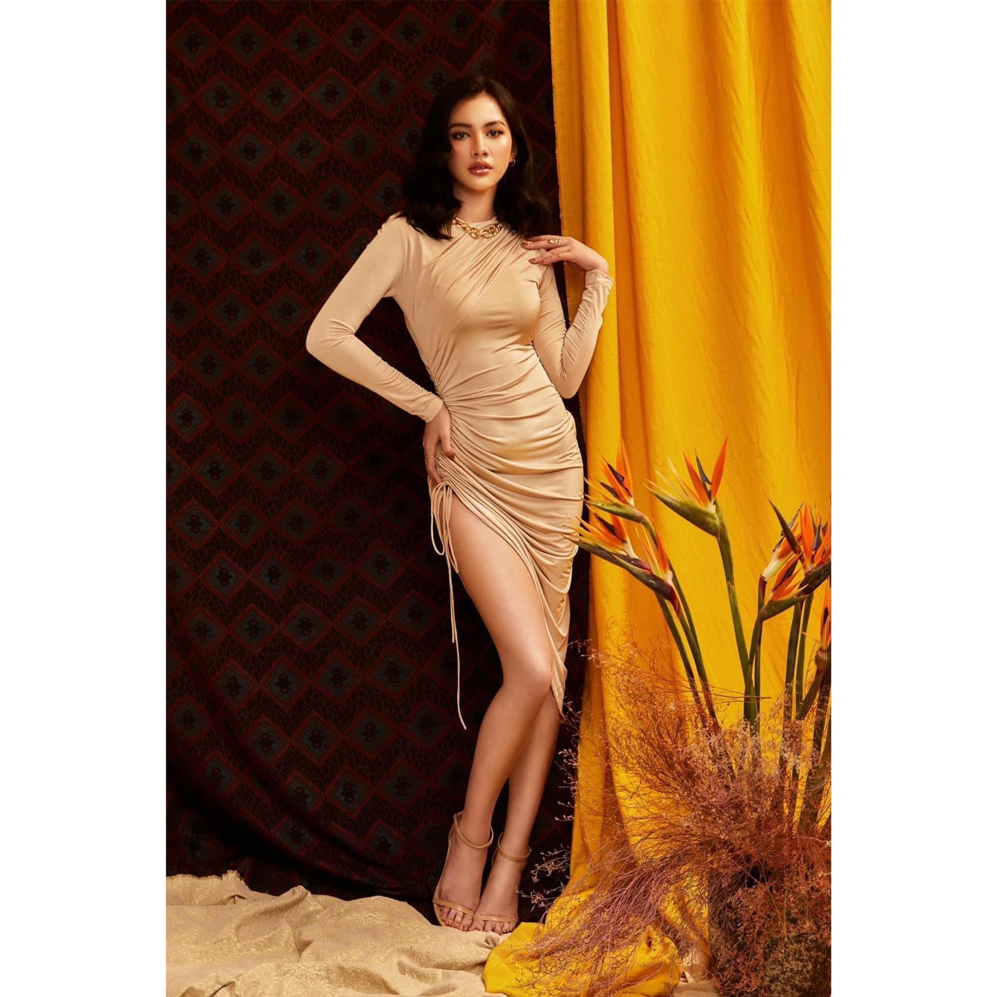 Người đẹp Cẩm Đan diện váy cắt xẻ lạ mắt khoe trọn đường cong nóng bỏng ảnh 4
