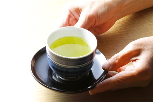 Cách uống trà gây hại sức khỏe
