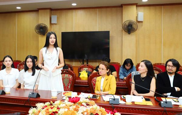 Hoa hậu Việt Nam 2020 Đỗ Thị Hà phát biểu tại buổi làm việc.