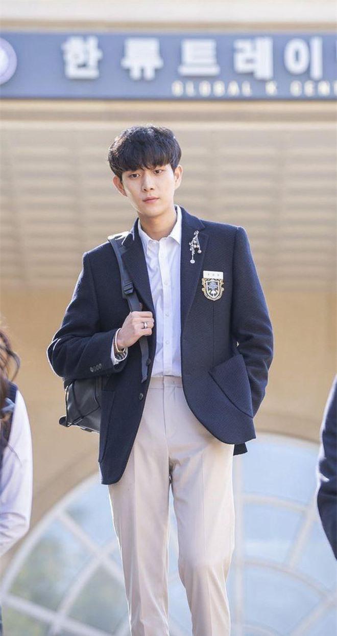 Knet chia phe chọn tân binh xuất sắc nhất phim Hàn: Song Kang chỉ đẹp, Lee Do Hyun mới tài năng? - Ảnh 1.
