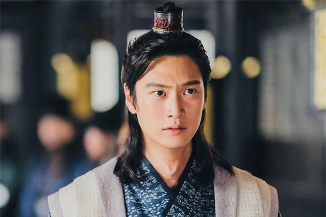 Knet chia phe chọn tân binh xuất sắc nhất phim Hàn: Song Kang chỉ đẹp, Lee Do Hyun mới tài năng? - Ảnh 2.