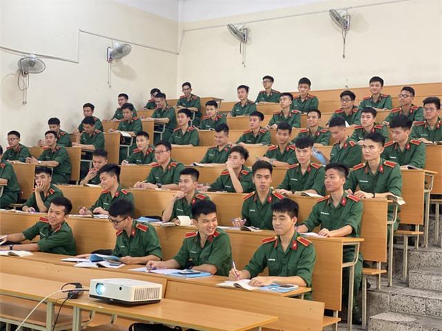 Thay đổi trong xét tuyển vào các ngành khối công an, quân đội - Ảnh 1.