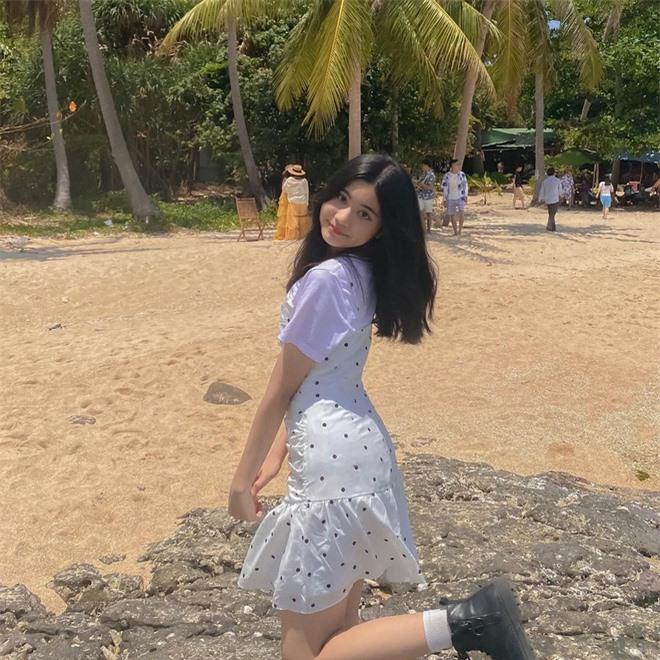 Tiểu thư út nhà MC Quyền Linh khoe nhan sắc tuổi 13 cực xinh, đôi chân dài như người mẫu tạo điểm nhấn - Ảnh 2.