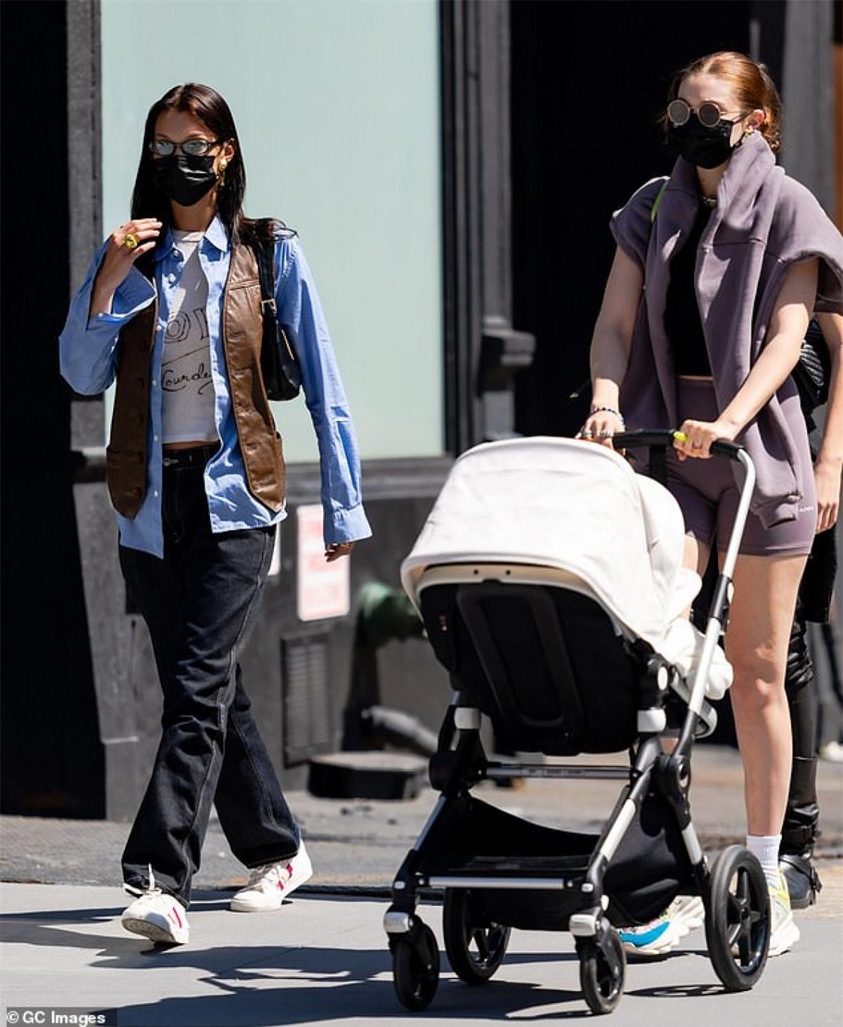 """Thời gian này, Gigi Hadid tích cực trở lại với công việc sau thời gian """"ở ẩn"""" sinh con."""