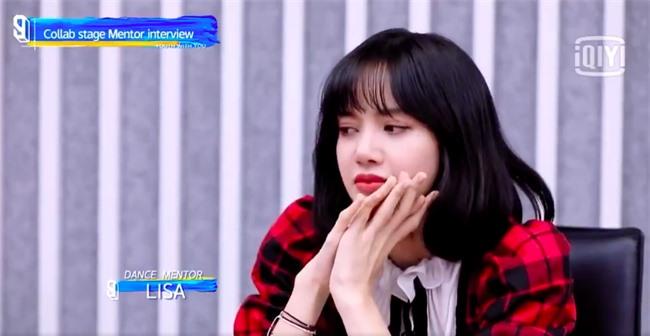 Thanh xuân có bạn 3: Lisa (BLACKPINK) rớm nước mắt trên sóng truyền hình, thực tập sinh phản ứng sốc - Ảnh 2.