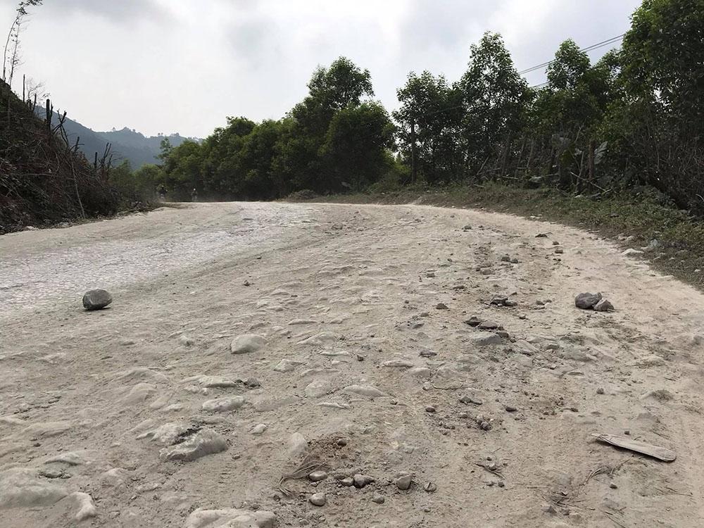 Đường tỉnh 532 bị cày nát