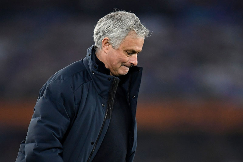 Mourinho vừa bị Tottenham sa thải.