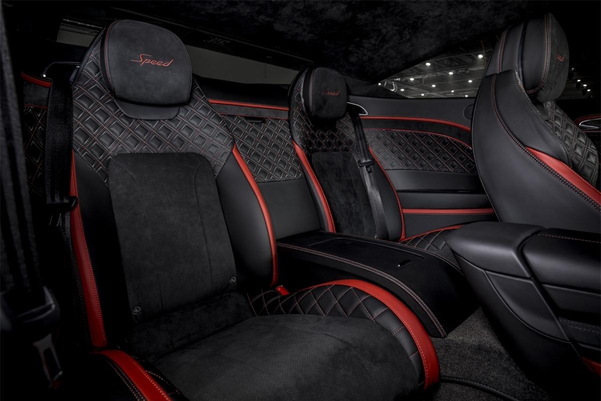 Bản Speed sẽ đi kèm nội thất bọc da hai tông màu và có thể tùy chọn lên vật liệu Alcantara nhẹ hơn.